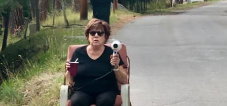 Amerikaanse oma 'flitst' snelheidsduivels met föhn en wordt erelid politie