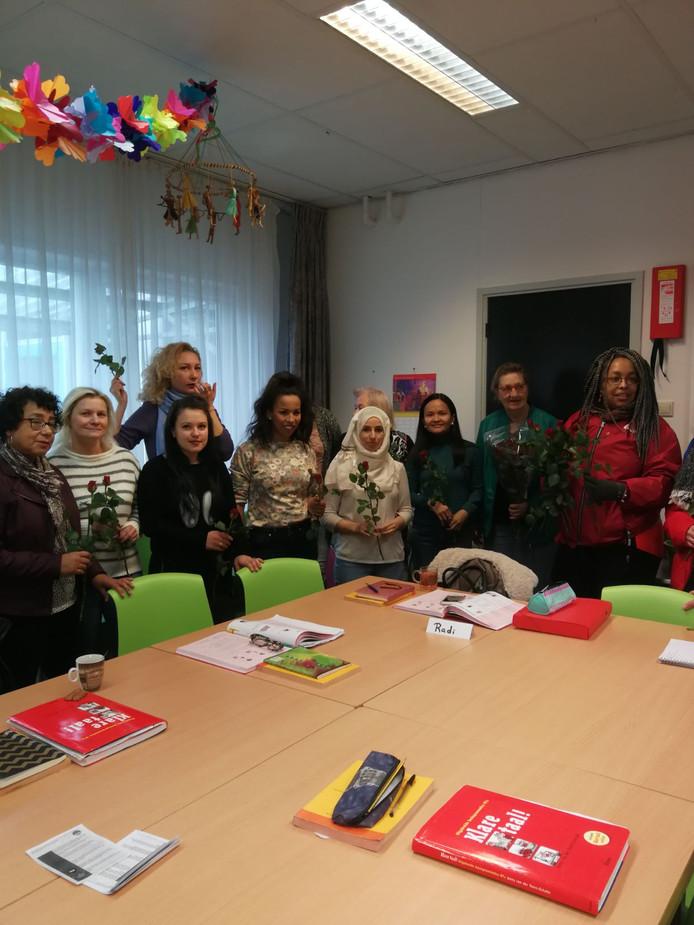 De taalstudenten van Dunya en Scalda geven een kerstfeestje.