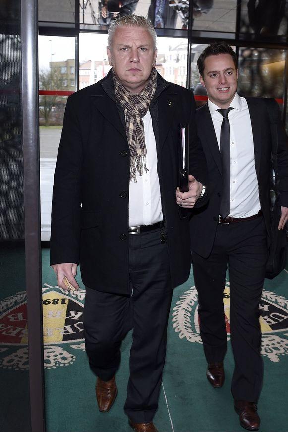 Christian Hannon (L), hoofd van de veiligheid, en Pierre Locht, de woordvoerder van de club, waren aanwezig namens Standard.