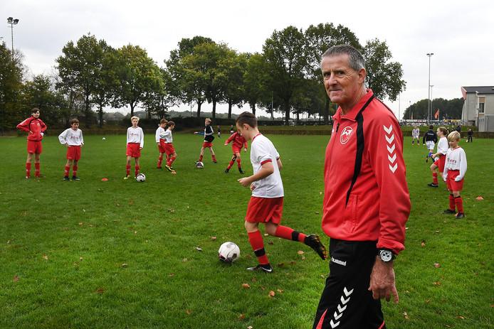 Peter de Vlam is al jaren trainer coach van jeugdteams, eerst bij Sambeek. Nu bij Volharding.