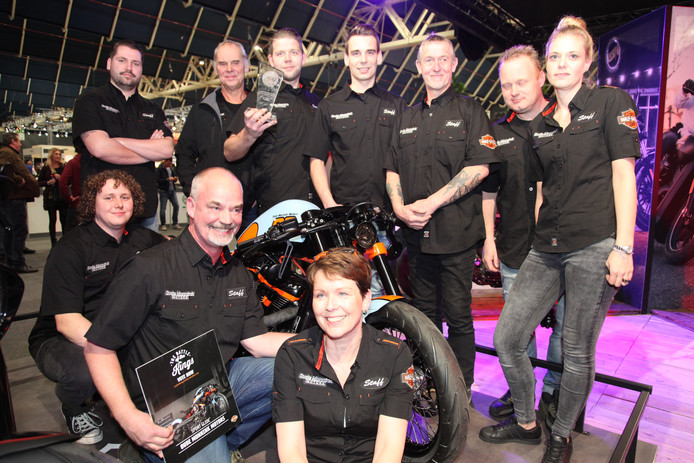 Team van Oude Monnink Motors uit Borne wint eerste prijs op Motorbeurs Utrecht