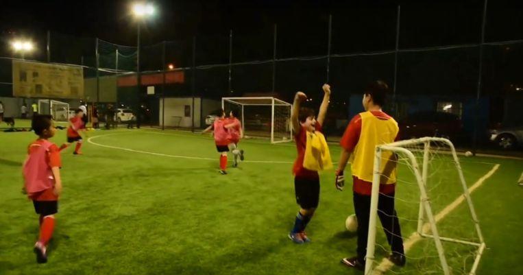 Qingdao Red Lions tijdens een trainig van de jeugd. Beeld