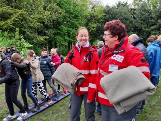 Rode Kruis-vrijwillgers bij een evenement in Wapenveld.