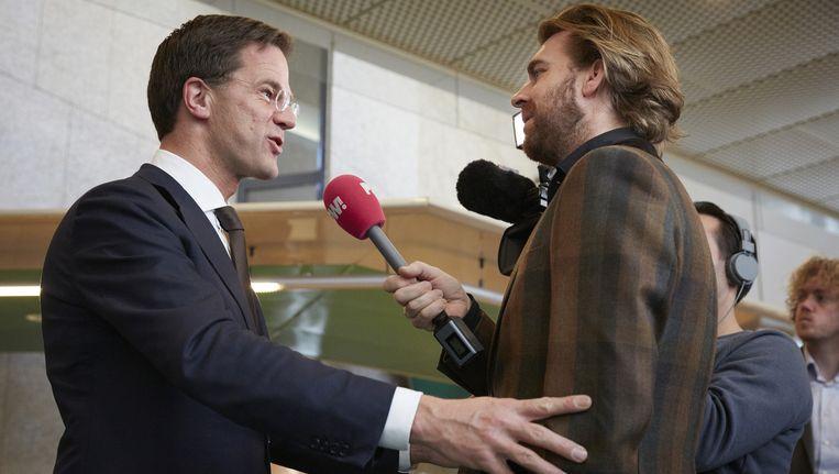 Rutger Castricum, groot geworden bij GeenStijl, interviewt Mark Rutte Beeld anp