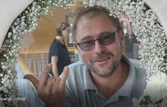 Eén van de figuranten in het filmpje is Fred Verhaeghe van de opleiding bloemsierkunst.