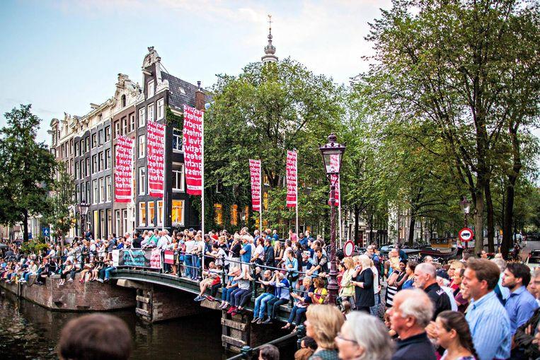 Kom een beetje op tijd als je een goed plekje wil bij het Grachtenfestival Beeld Grachtenfestival