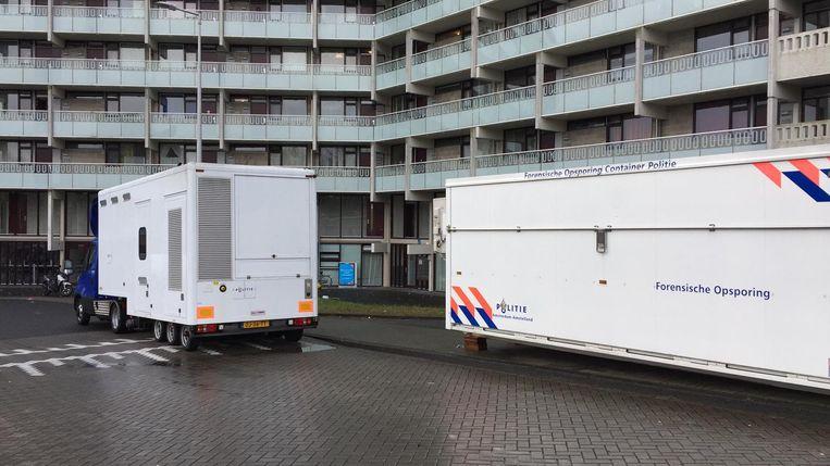 Sporenonderzoek bij de flat Daalwijk in Zuidoost. Beeld Tahrim Ramdjan