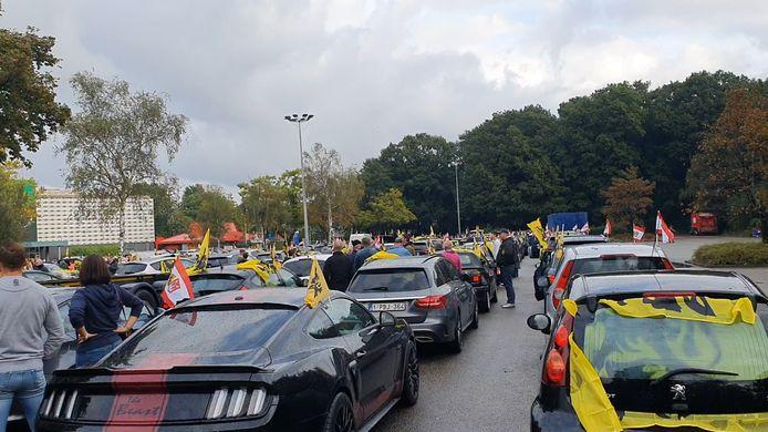 Honderden wagens zijn vanuit Vlaanderen onderweg naar Brussel.