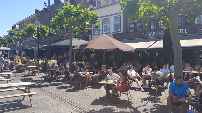 Op de Boxtelse Markt werd het steeds drukker. De gemeente kijkt deze week naar verplichte looppaden.
