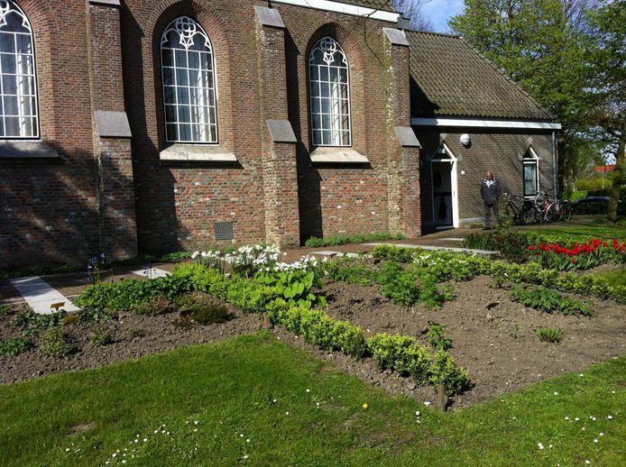Liturgietuin bij de kerk van 's Heer Hendrikskinderen
