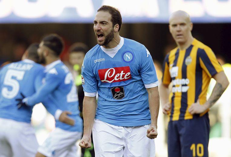 Gonzalo Higuain van Napoli juicht na zijn doelpunt Beeld null