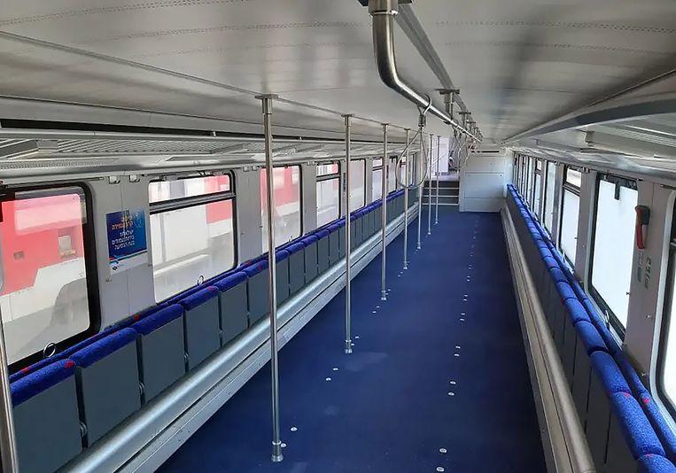 De nieuw ingerichte treinstellen, met staanplaatsen en klapstoeltjes. Beeld Israel Railways
