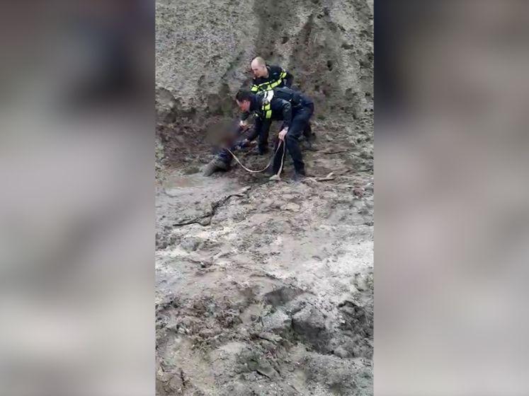 Politie redt 4-jarige peuter Esra uit drijfzand