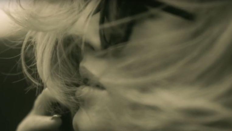 Adele in haar video van Hello Beeld Screenshot