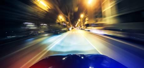 Levensgevaarlijk: automobilist (19) met 200 km/u door Oldenzaal
