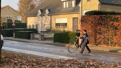Fietsster (54) uit Brugge vecht voor haar leven na ongeval door gladheid: slachtoffer glijdt onder wielen personenwagen