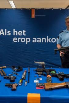 Honderden wapens in beslag genomen op Eindhoven Airport