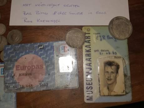 Grote verrassing voor Jan uit Vierakker: na dik 30 jaar duikt zijn in Giethoorn verloren portefeuille op