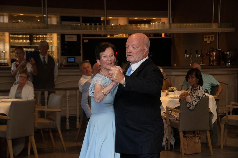 Eliane (90) danst tango op 90ste verjaardag met danspartner Freddy.