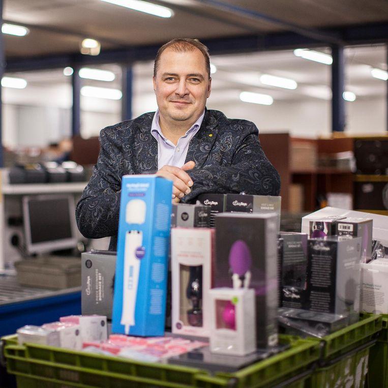 EDC-directeur Eric Idema met een deel van zijn assortiment. Beeld Harry Cock / de Volkskrant