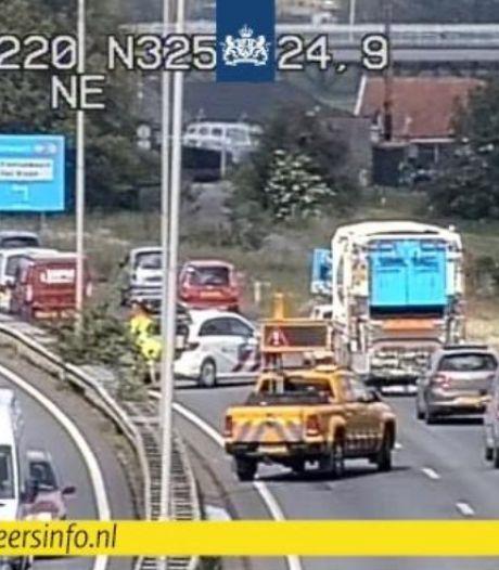 File op de N325 na ongeval met meerdere auto's