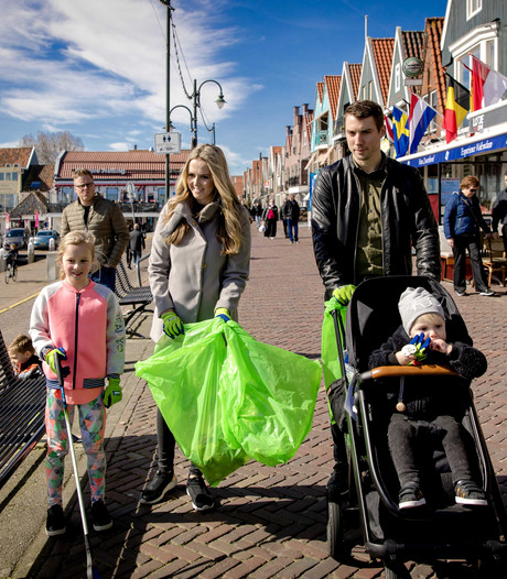 Recordaantal Nederlanders ruimt op zonnige zaterdag zwerfafval op