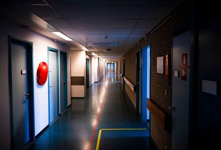 Lege gangen in het MC Slotervaart. Doordat het Slotervaartziekenhuis overhaast sloot, moest ook het IJsselmeerziekenhuis dicht, het was één bedrijf.  Beeld Freek van den Bergh / de Volkskrant