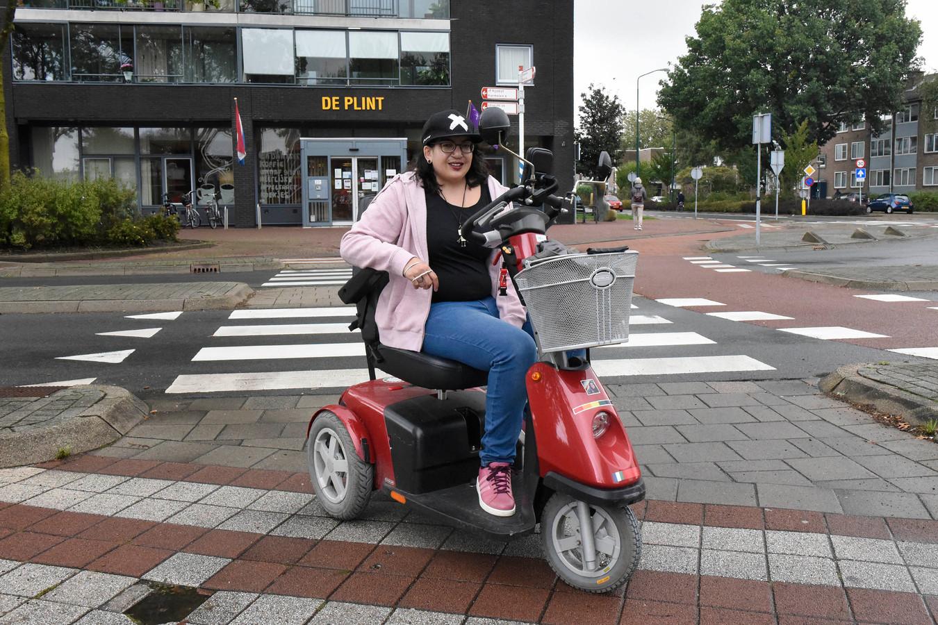 Saphira Metekohy trekt zich als ervaringsdeskundige het lot aan van eenzame jongeren in Woerden.