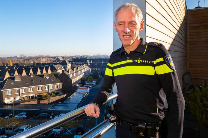 Gé Bouwhuis legt zijn functie als teamchef van de politie in Den Bosch neer.