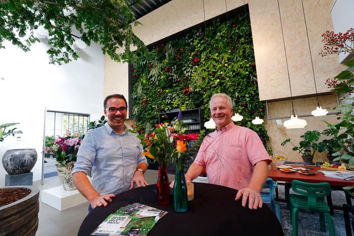 Directeuren Jos van der Hulst (l) en Henk Rovers in de vernieuwde zaak van De Klerk.