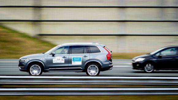 In een rij van twintig wagens kan één zelfrijdende auto al een groot verschil maken.