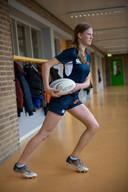 Mariet Luijken, leerlinge Rodenborch College in Rosmalen, speelt rugby in Breda.