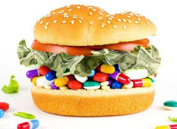 De vleesindustrie, farmabedrijven, de gezondheidsorganisaties en de overheid spelen onder één hoedje, met klinkende dollars als glijmiddel en uw gezondheid als speelbal. Dat doen Kip Anderson en Keegan Kuhn uit de doeken in 'What the Health', de opvolger van hun ophefmakende docu 'Cowspiracy'.