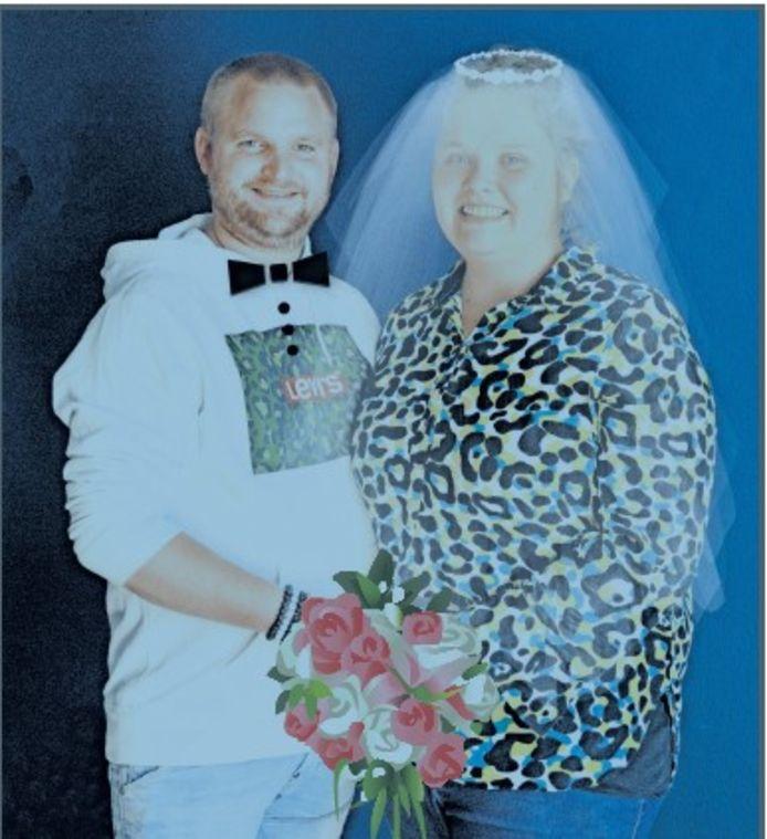 """Rob van den Boom (28) en Evi Bekkers (23) zouden vandaag trouwen, maar hebben de bruiloft verzet naar volgend jaar. ,,Na de persconferentie van Rutte zijn we meteen gaan bellen."""""""