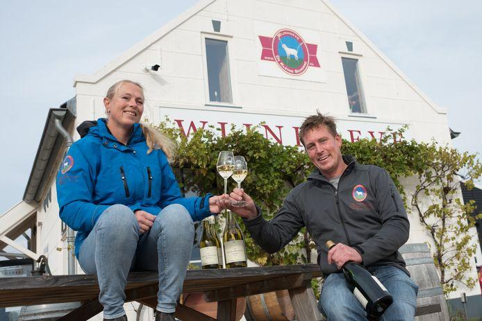 Wijnmakers Johan van de Velde en zijn partner Paula van de Vijver van Wijnhoeve De Kleine Schorre.