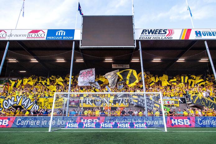 De NAC-supporters kwamen met veertienhonderd naar Volendam.