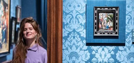 Merol trekt 'stoute slippers' aan en maakt single over schilderij uit Mauritshuis