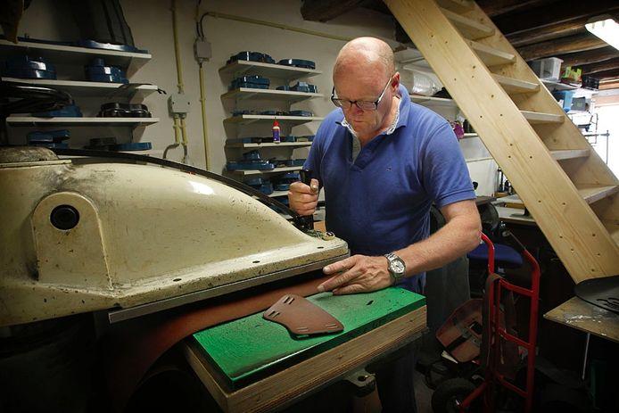 Jan Snellen aan het werk. Foto Jurriaan Balke