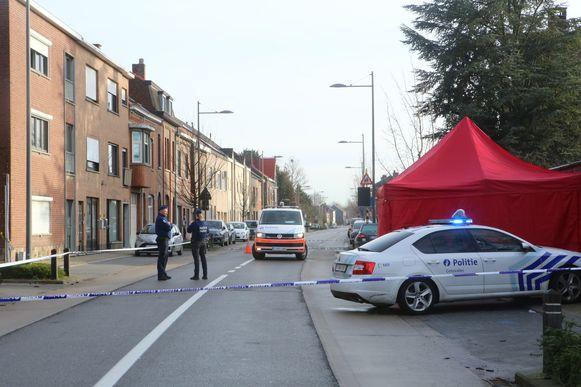 Politie heeft de straat afgesloten voor onderzoek.