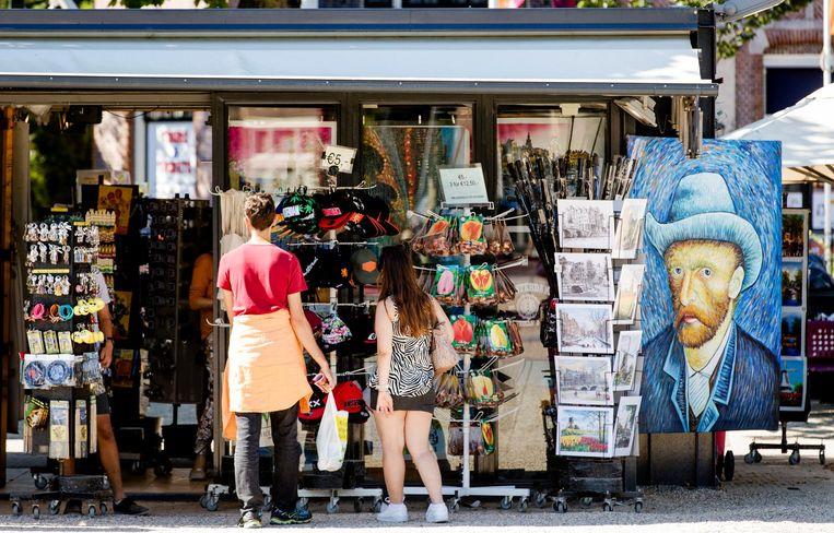 Buurtwinkels maken plaats voor toeristenwinkels Beeld ANP