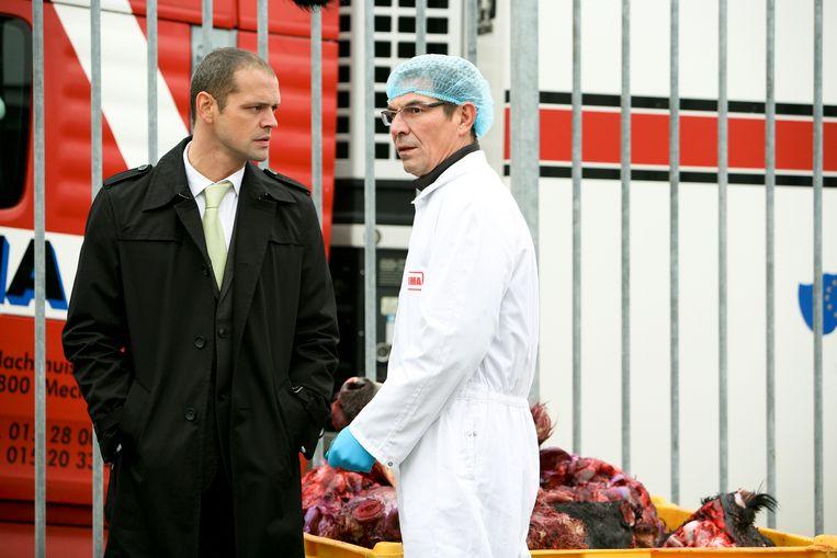 Deploige was al tweemaal eerder te zien in 'Familie'. In 2009 als Geert (links), een kompaan van slechterik Xavier Latour, en in 2013 als architect Wouter (rechts).
