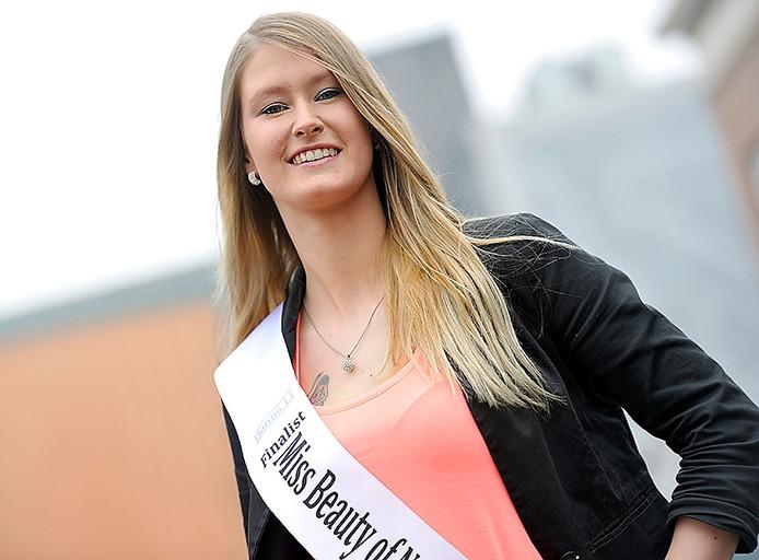 deskundige meisjes weinig in Bergen op Zoom