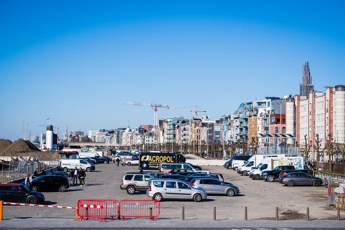 Binnen een paar jaar moeten de Scheldekaaien op deze plek, ter hoogte van Sint-Andries, een veel mooiere, aangename recreatieplek zijn met een speel- en skatezone. De stad wil ook extra groen aanplanten.