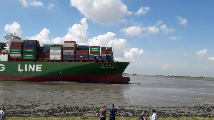 Containerschip CSCL Jupiter rond 12.45 uur