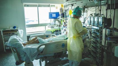 Achter de schermen van het UZ Gent. Onze fotograaf Wannes Nimmegeers toont de realiteit van corona in het ziekenhuis