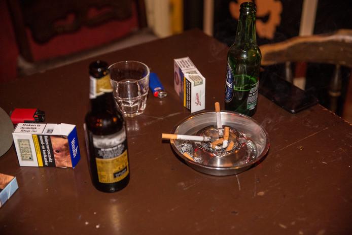 Kroegbezoekers die na 2 uur 's nachts een sigaret willen opsteken moeten naar buiten maar kunnen dan - onder meer in Doetinchem - niet meer het café in.