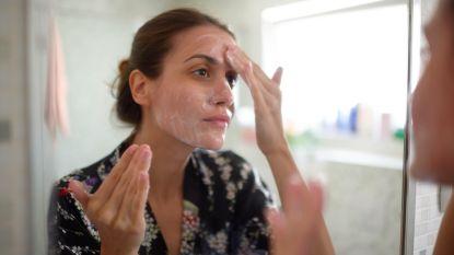 Is zonnecrème even essentieel voor onze huid nu we zo veel binnenblijven? Een dermatoloog legt uit