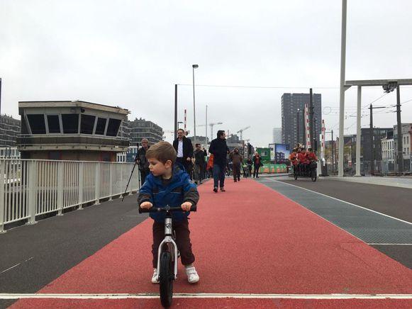 De nieuwe Londenbrug werd meteen getest en goedgekeurd.