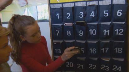 """Limburgse school verbiedt smartphones tijdens de les: """"Er wordt meer gepraat en minder gepest"""""""