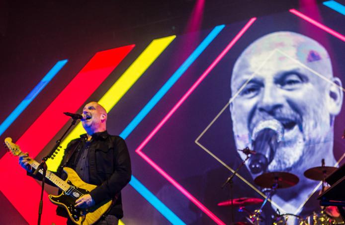 De Zeeuwse band Bløf met hier leadzanger en gitarist Paskal Jacobsen.